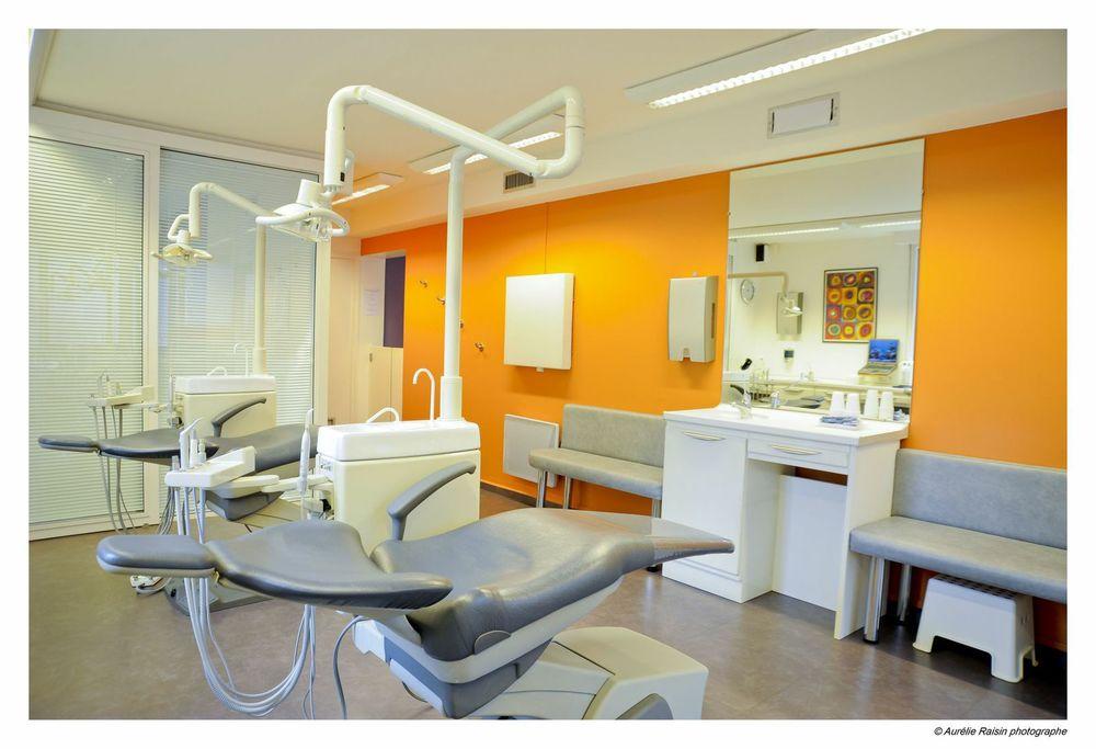 Salle de soin du Dr Jean-Jacques Aknin