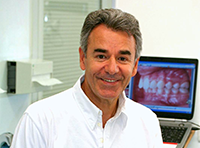 Portrait du Dr Jean-Jacques Aknin orthodontiste paris
