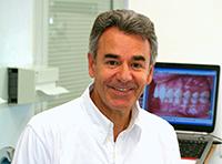 Portrait du Dr Jean-Jacques Aknin orthodontiste paris